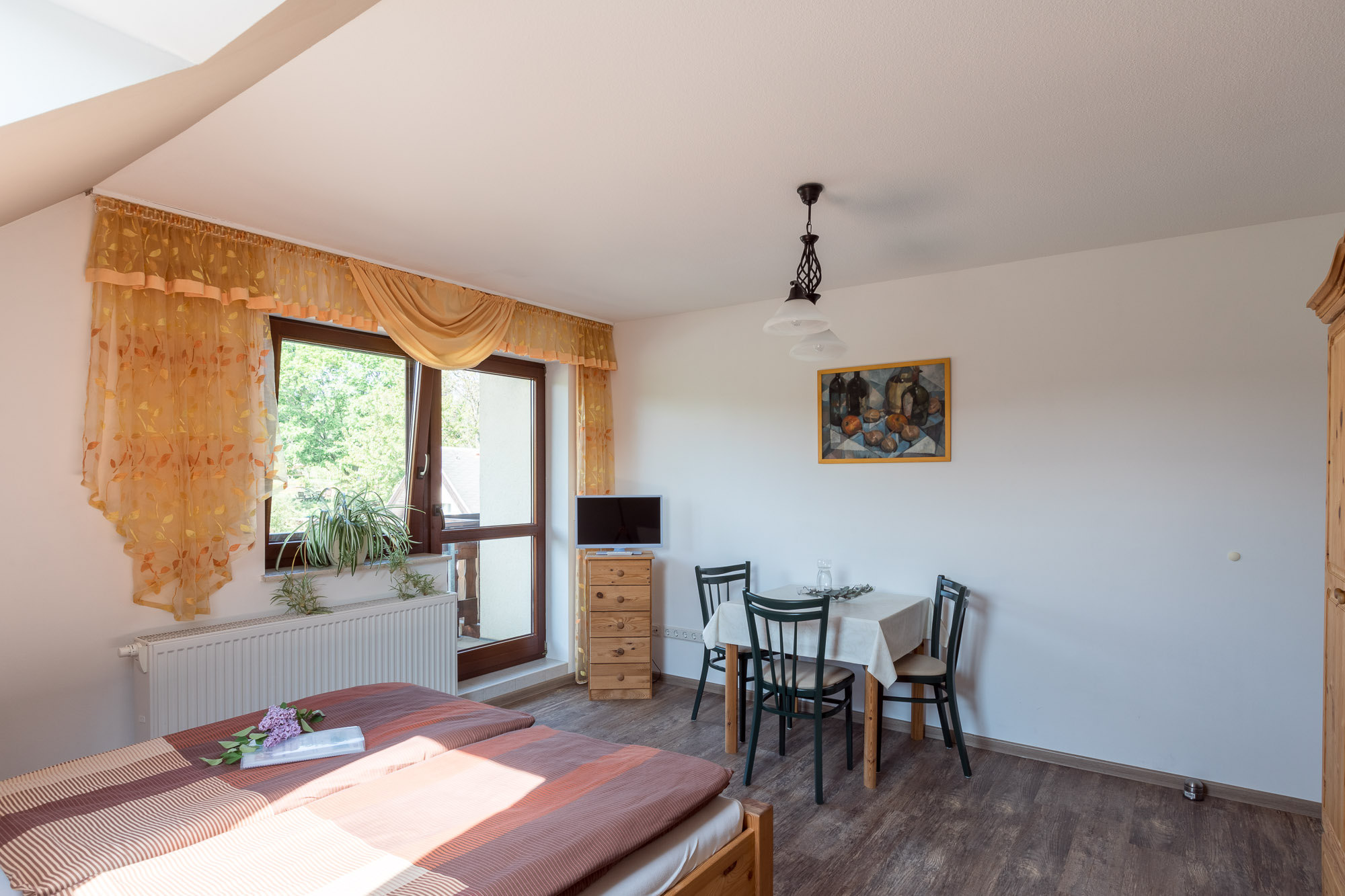 Ferienwohnung Hetzdorf Wohn und Schlafzimmer